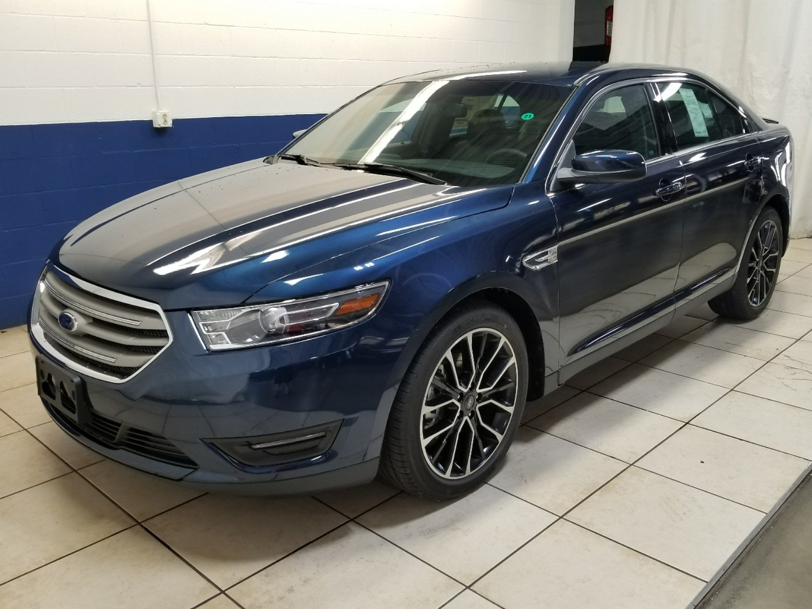 New 2017 ford taurus sel fwd
